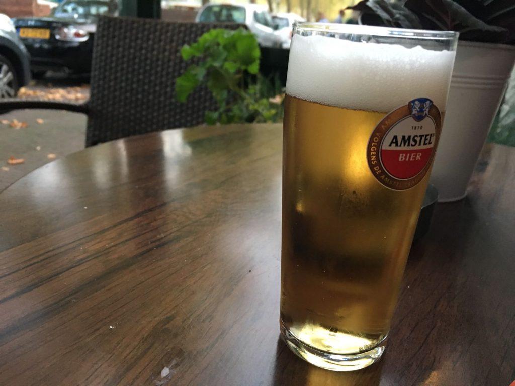 Biertje op het terras