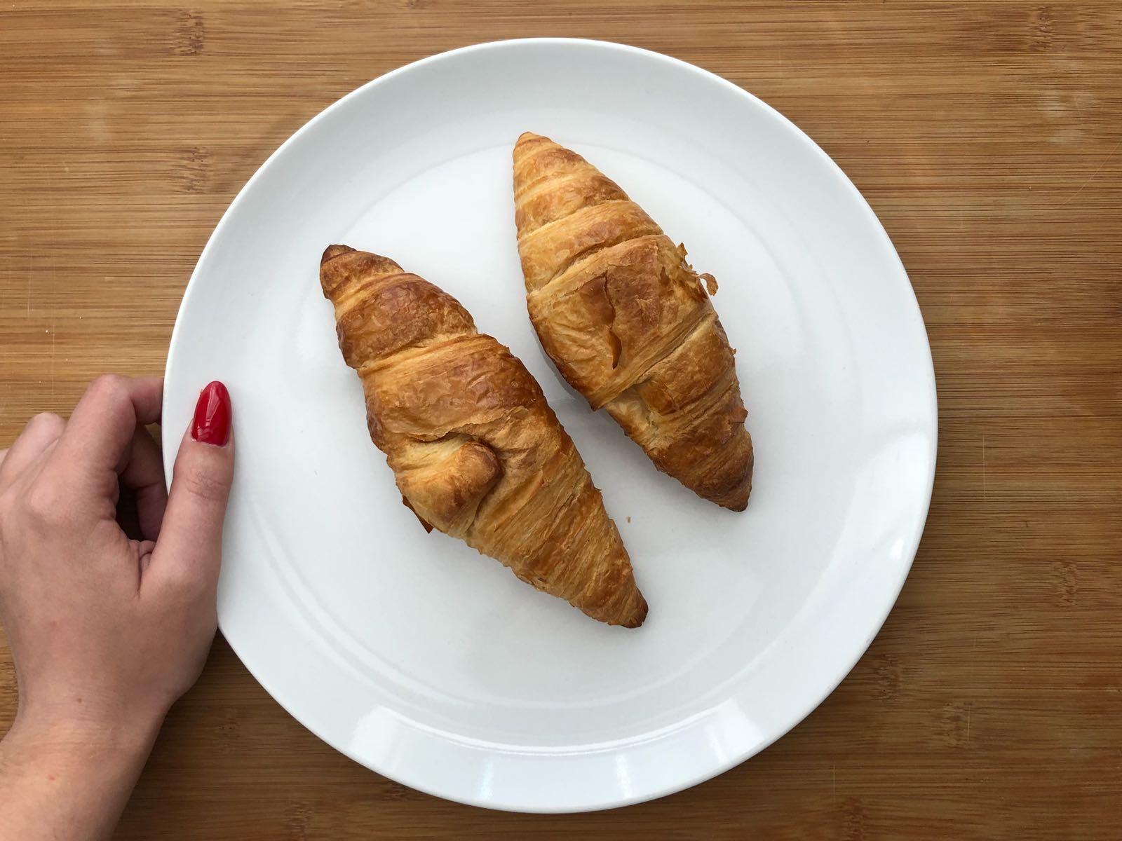 Ontbijten met croissants
