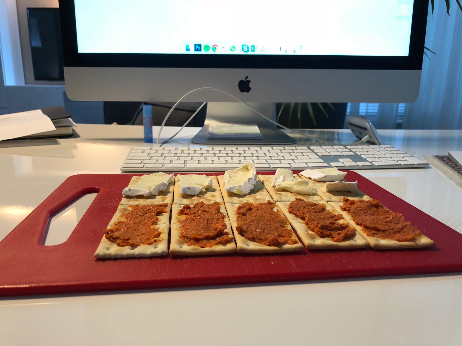Ontbijten achter iMac