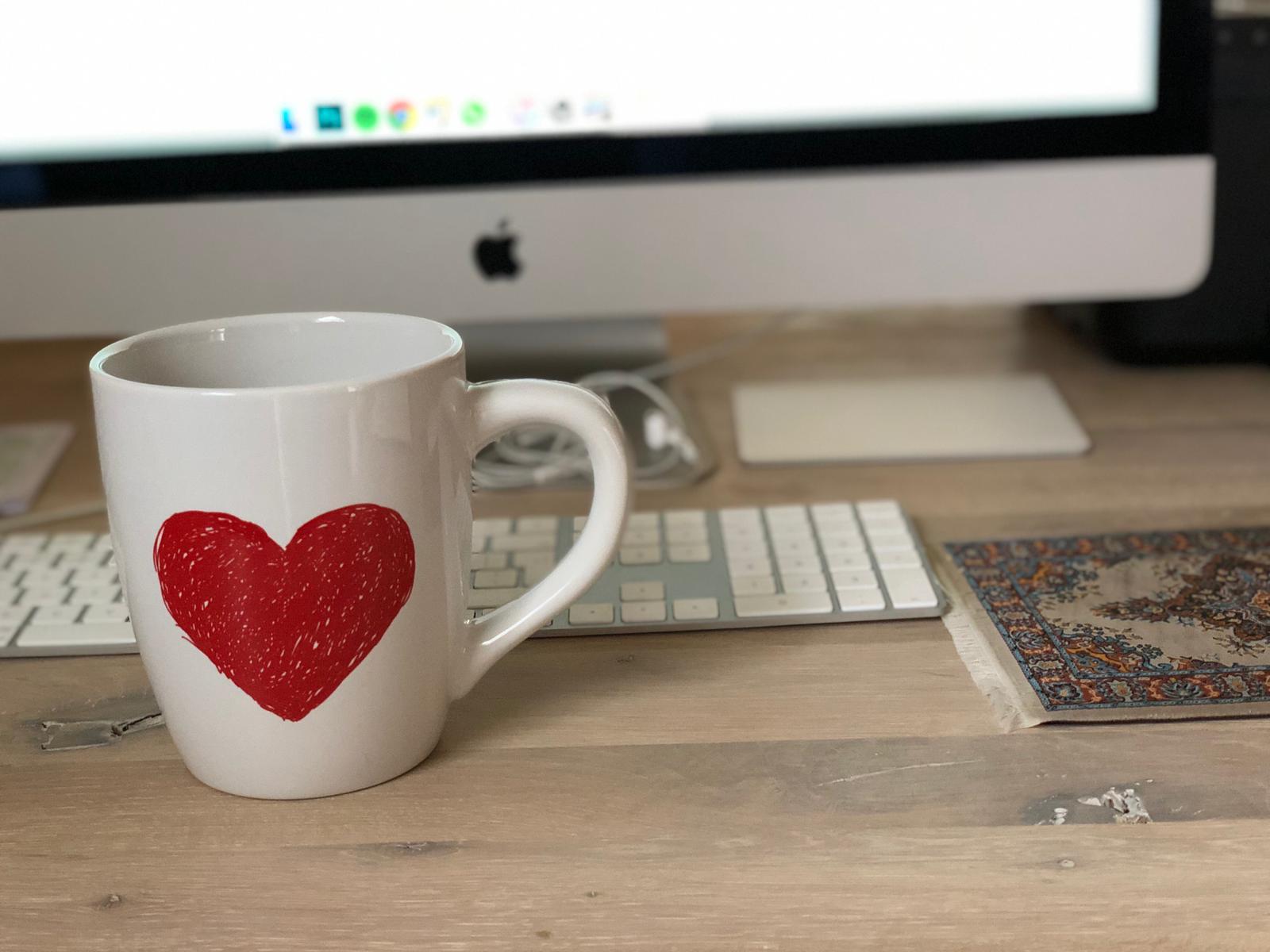 Werken met kop thee
