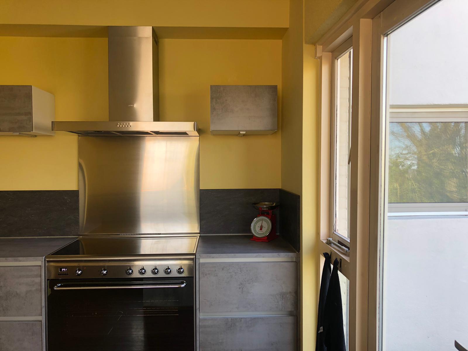 Keukenkastje opgehangen