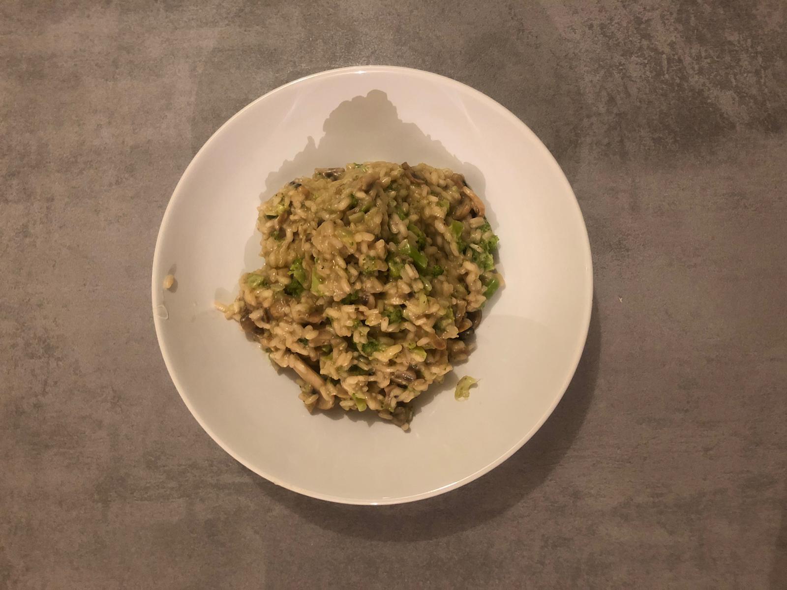 Risotto met broccoli en paddestoelen