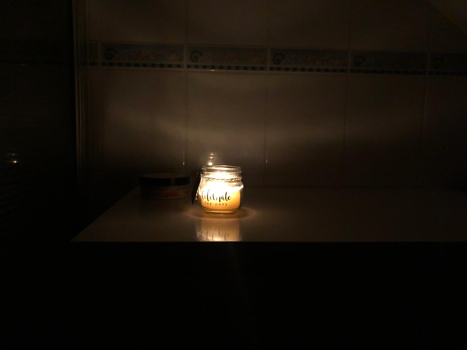 Douchen met kaarslicht