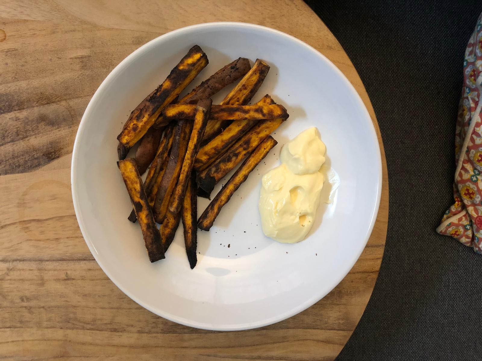 Frietjes gemaakt van zoete aardappel
