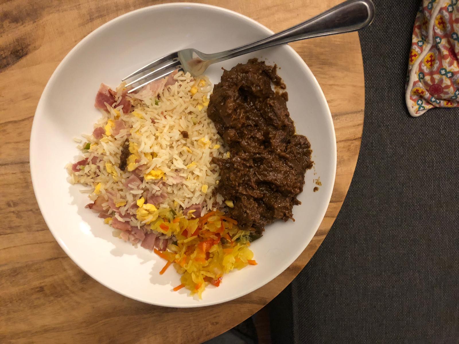 Satéstoof met zelfgemaakte nasi
