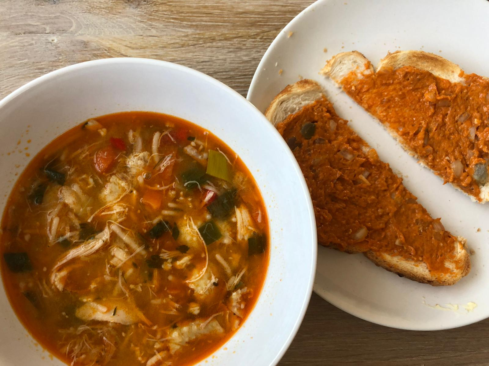 Avondeten met soep en brood