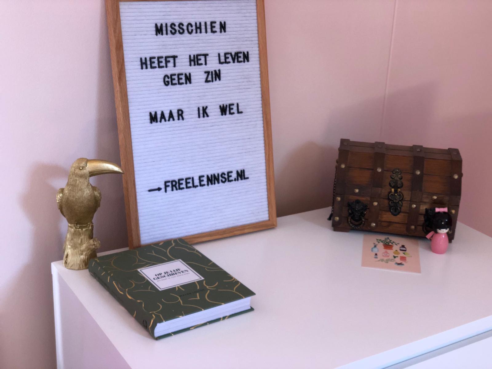Letterbord weer op de kledingkamer