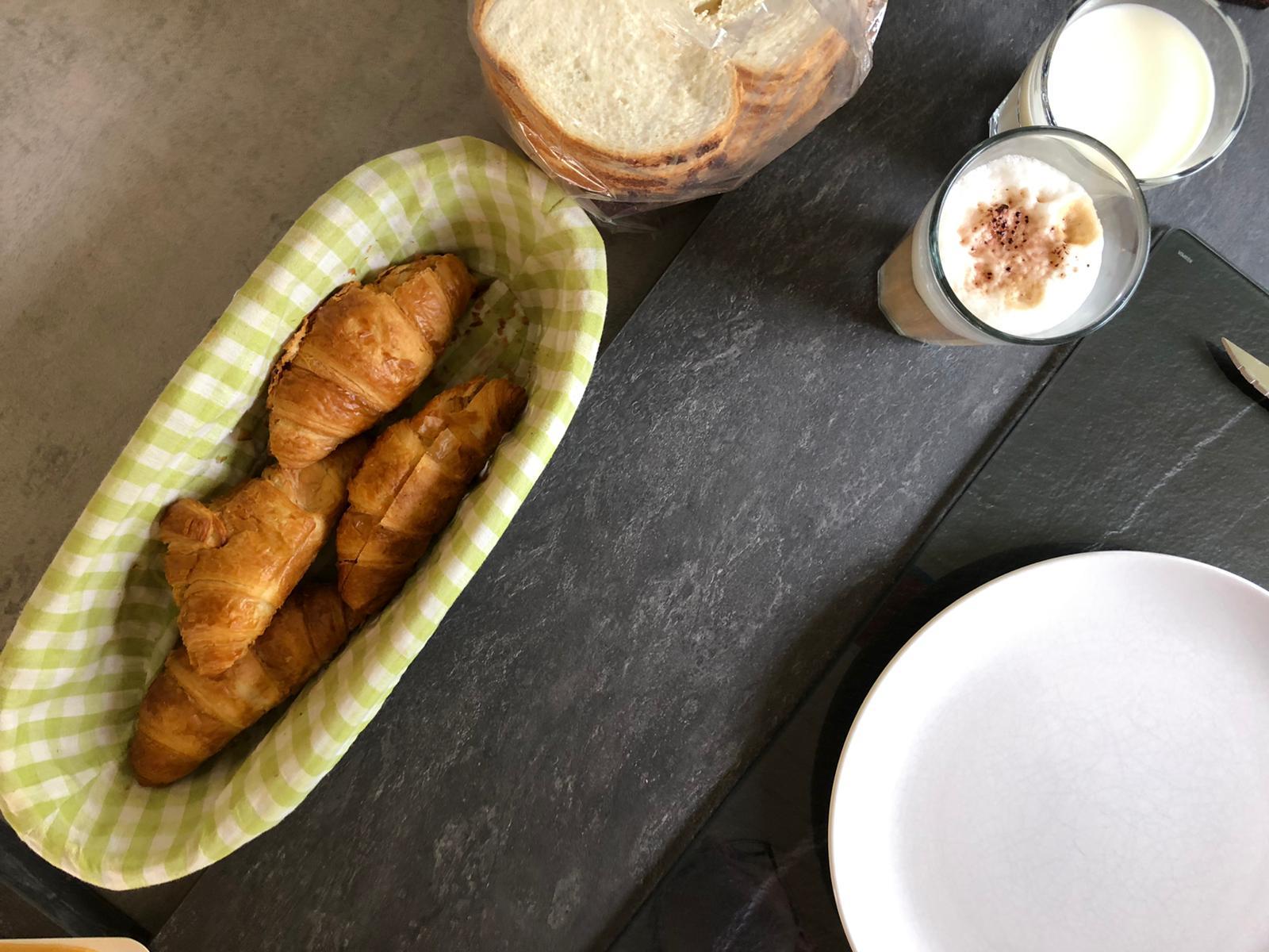 Ontbijten met croissantjes