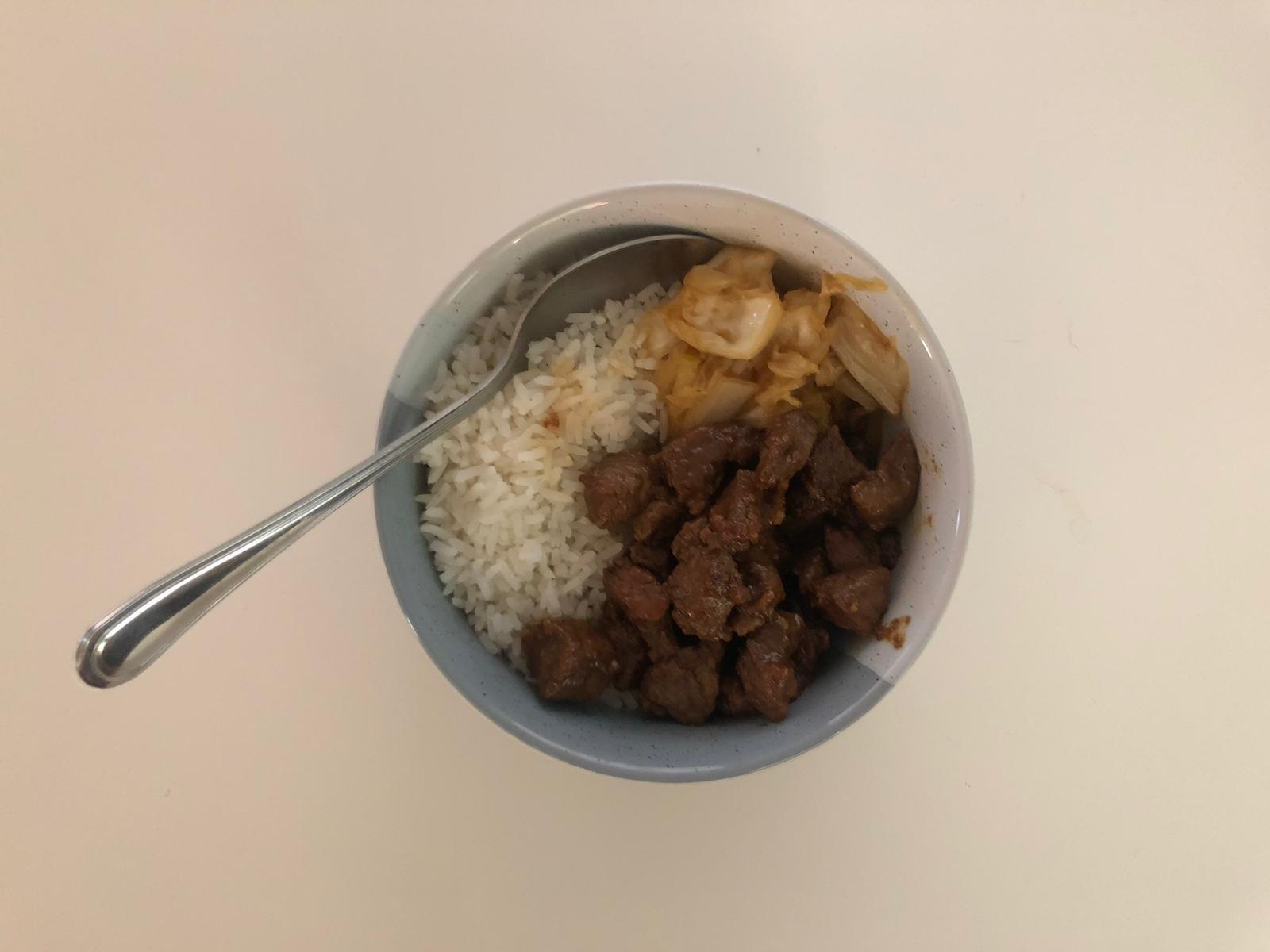 Hete biefstuk en spitskool