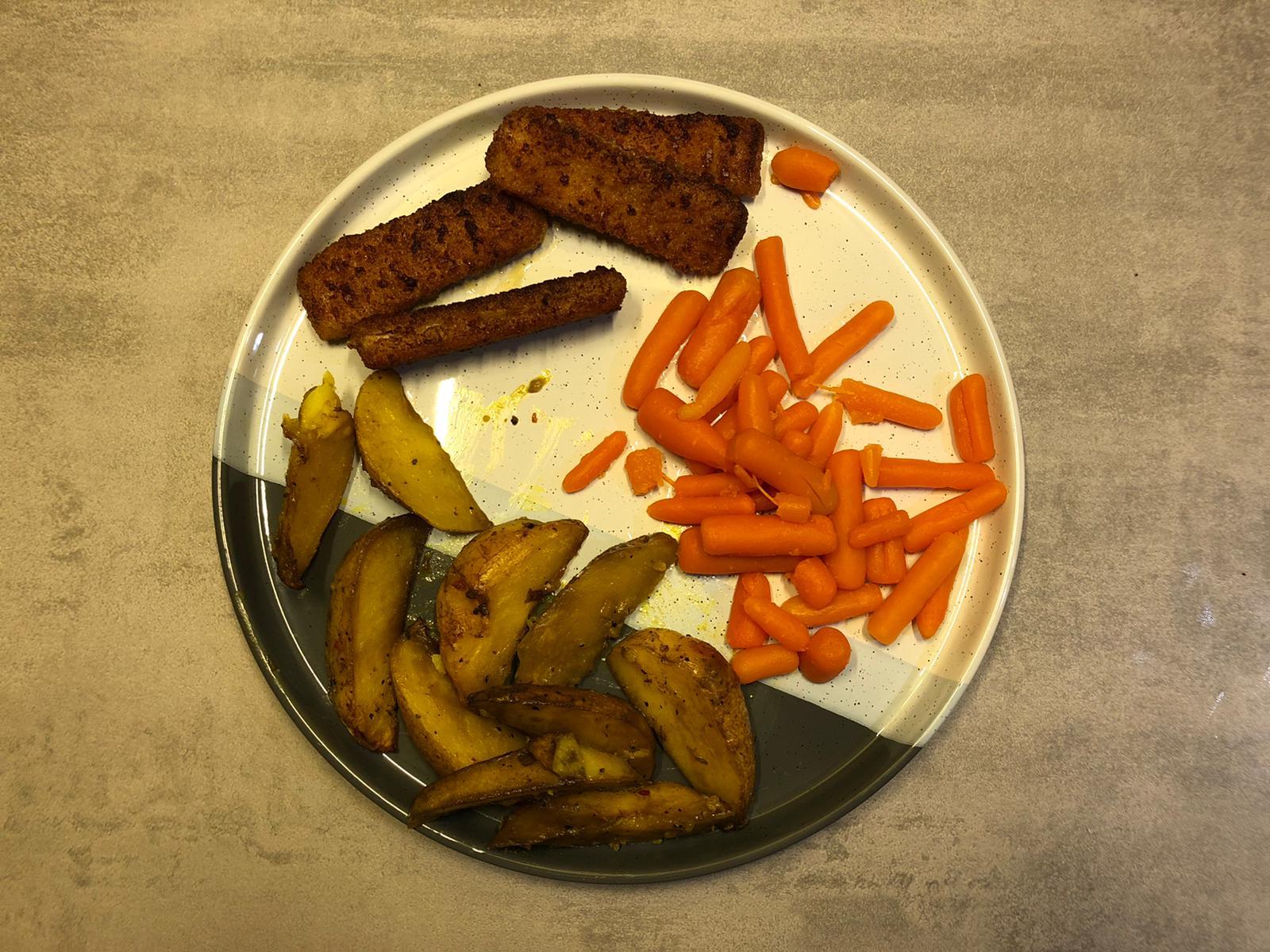 Vissticks wortelen en aardappelen